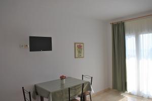 room 8 2