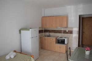 room 8 3