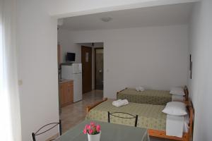 room 9 2